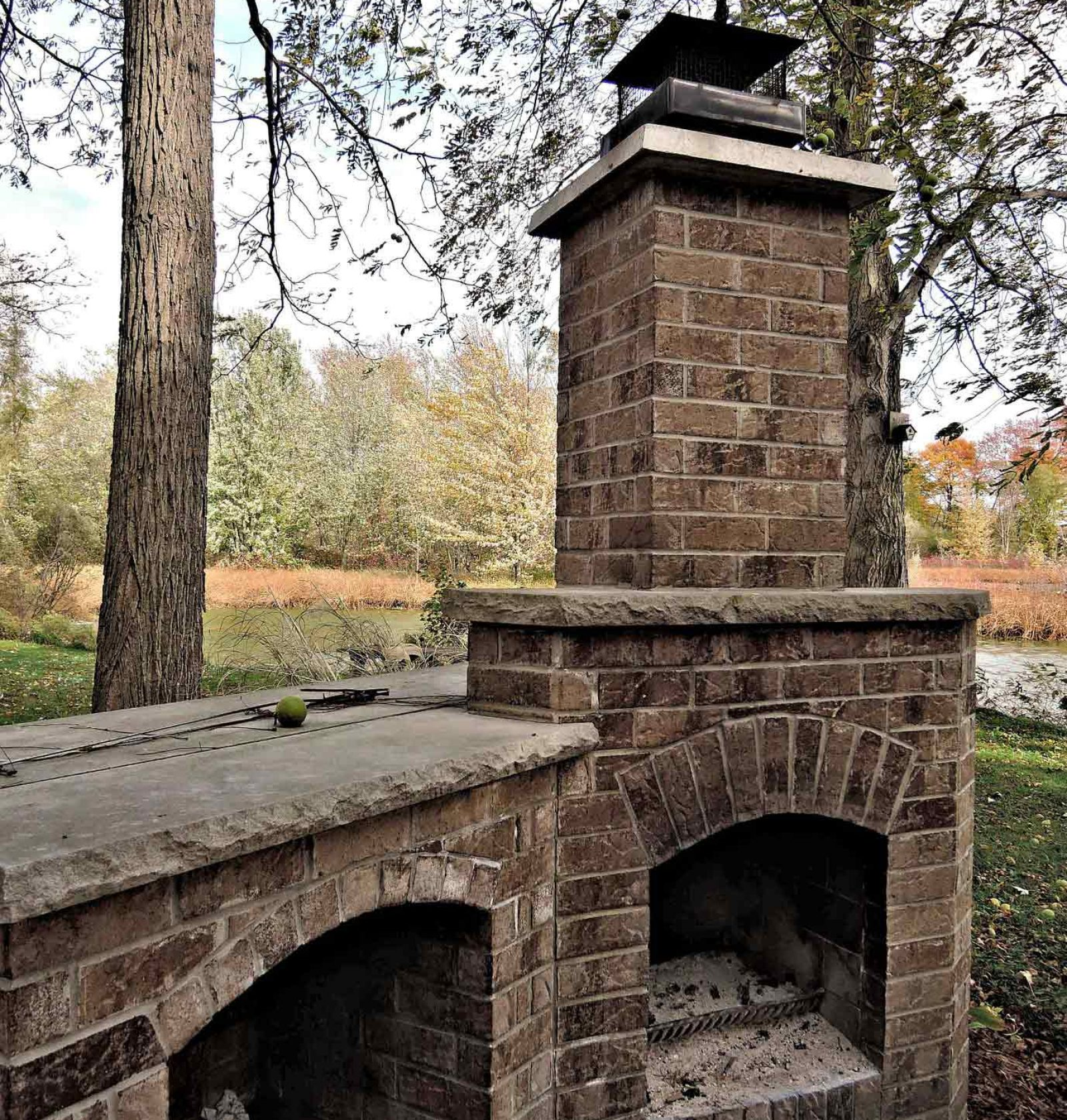 low-outdoor-fireplace-991850_1920